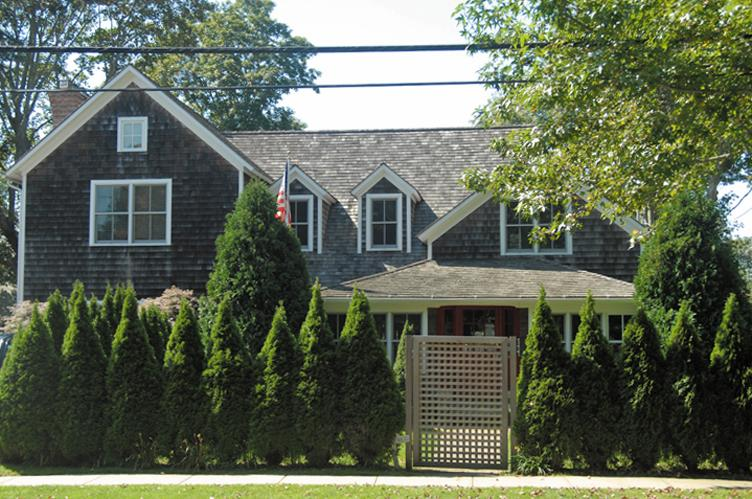 Additional photo for property listing at East Hampton Village Perfection  East Hampton, New York