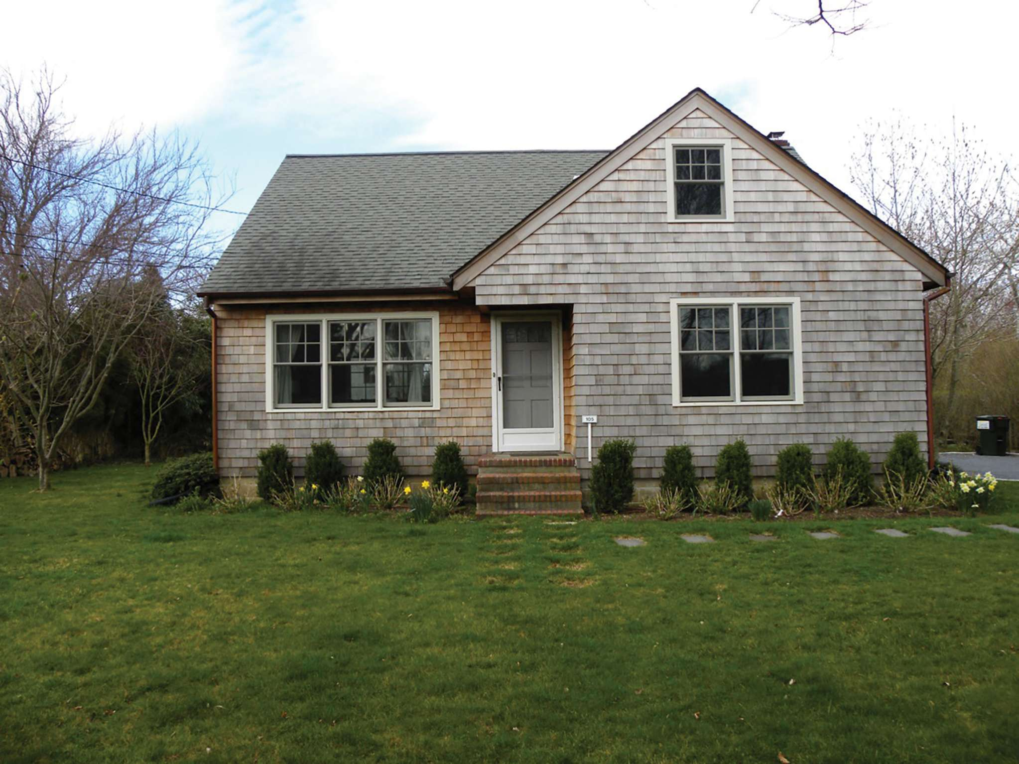 Additional photo for property listing at Cozy Cape - Southampton Village  Southampton, New York