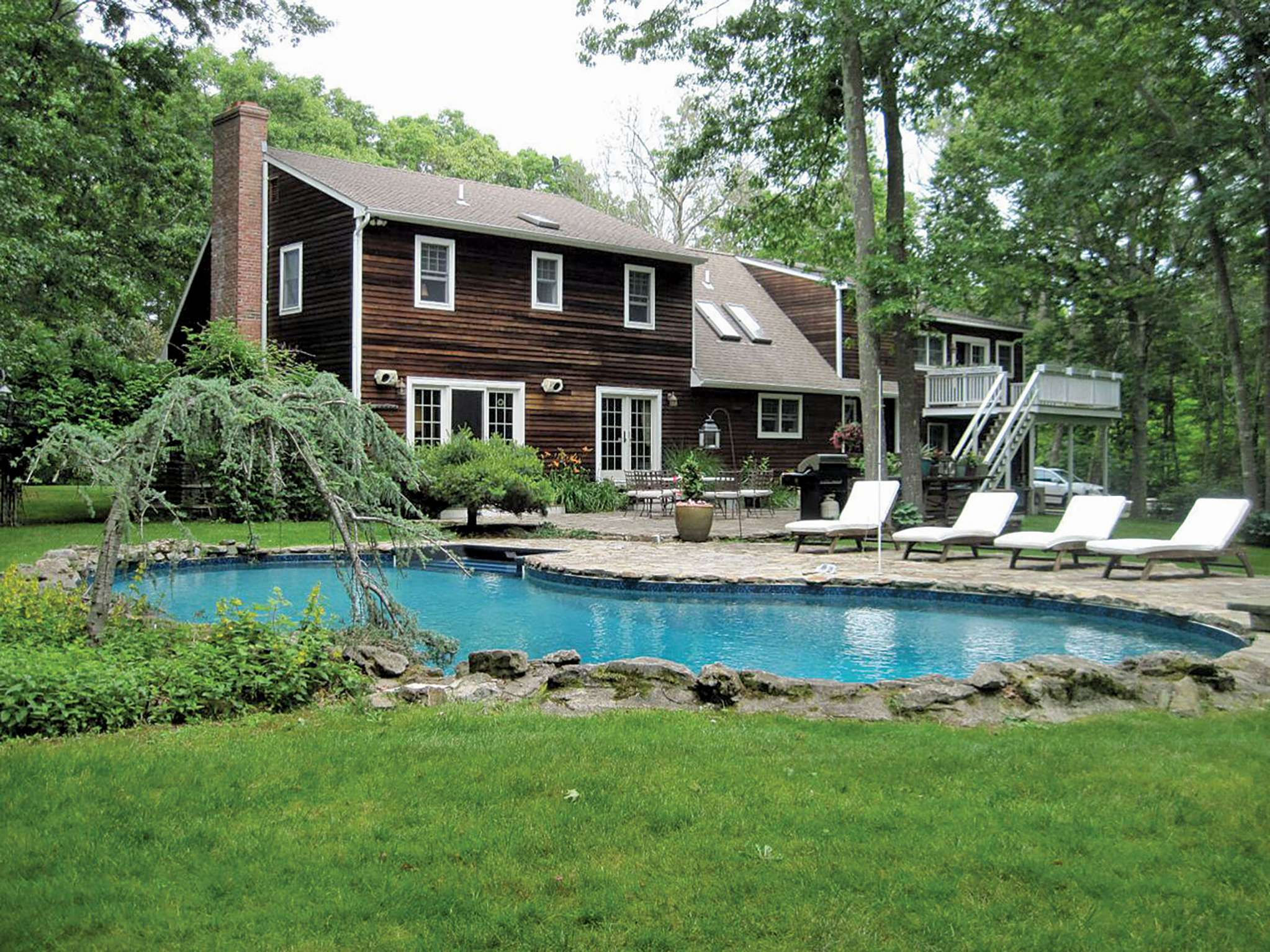 Additional photo for property listing at Farmhouse In Southampton  Southampton, New York