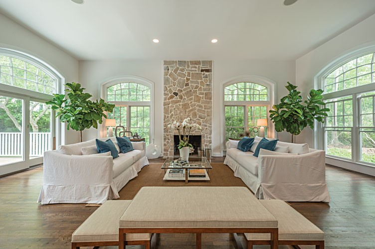 Additional photo for property listing at 6br Newly Furnished And Landscaped  Sag Harbor, Nueva York