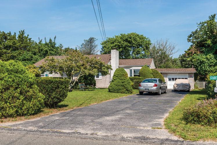 独户住宅 为 销售 在 Glorious Ocean Views 96 Bluff Road, 阿莫甘西特, 纽约州