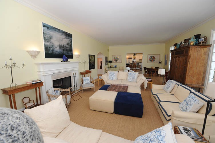 Additional photo for property listing at Village Pearl  East Hampton, Nueva York
