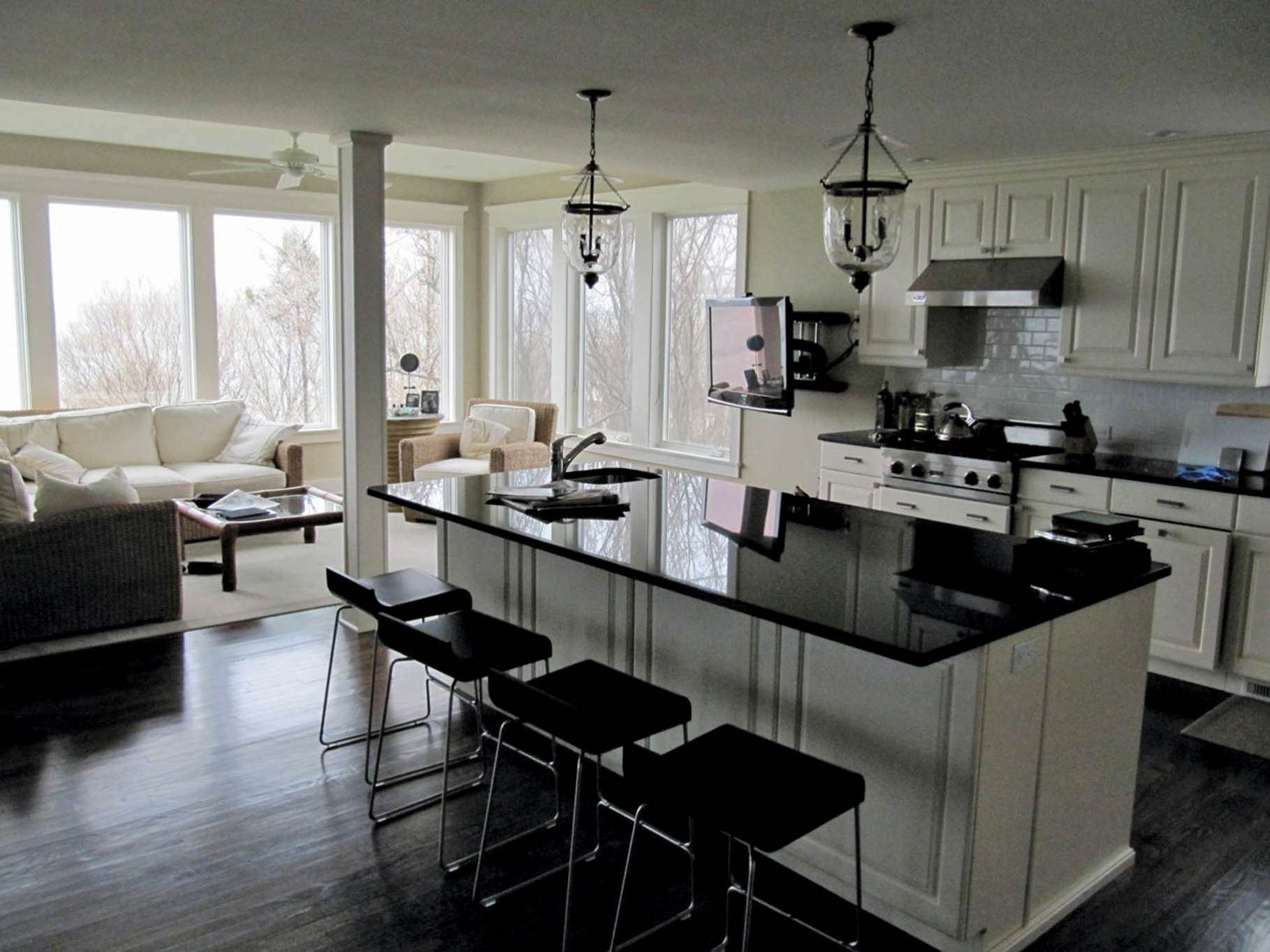 Additional photo for property listing at Bay Front Beauty  Sag Harbor, New York