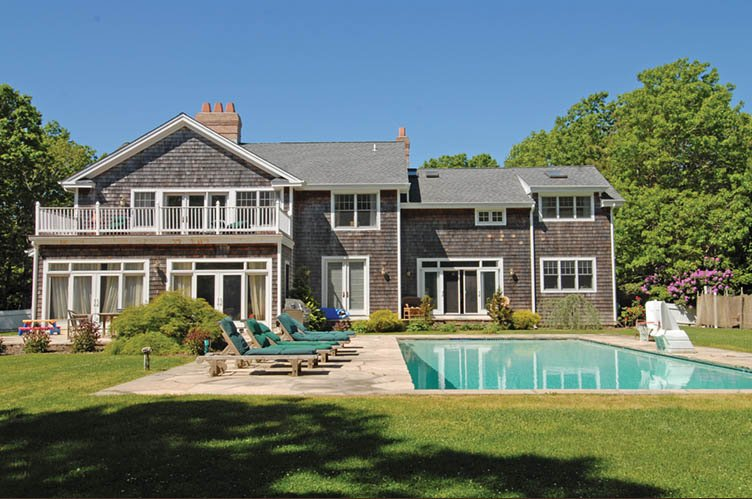 Additional photo for property listing at Country Charmer  Wainscott, Nueva York