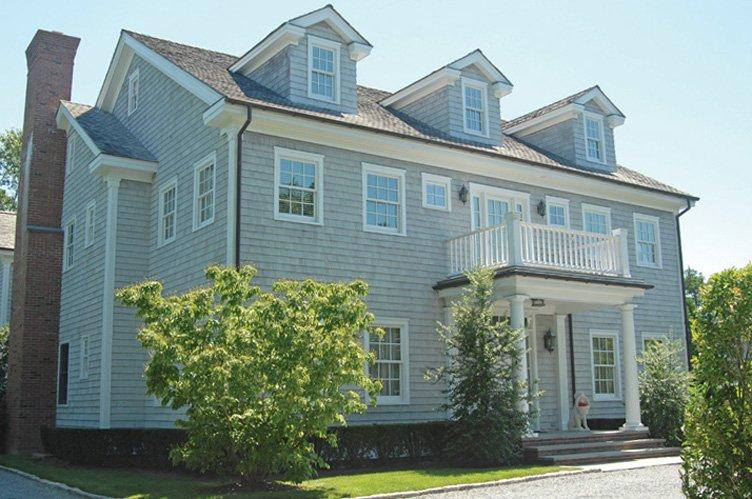 Casa Unifamiliar por un Alquiler en Heart Of Village Traditional Home Southampton, Nueva York