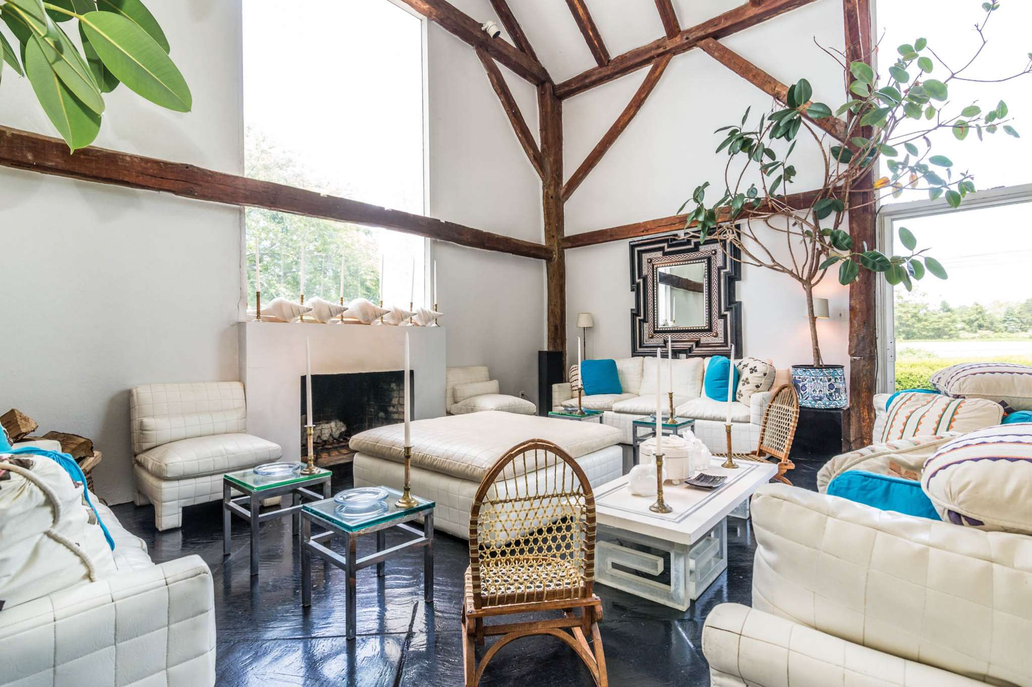 Additional photo for property listing at Published Decorator's Home - Water Mill South  Water Mill, Nueva York