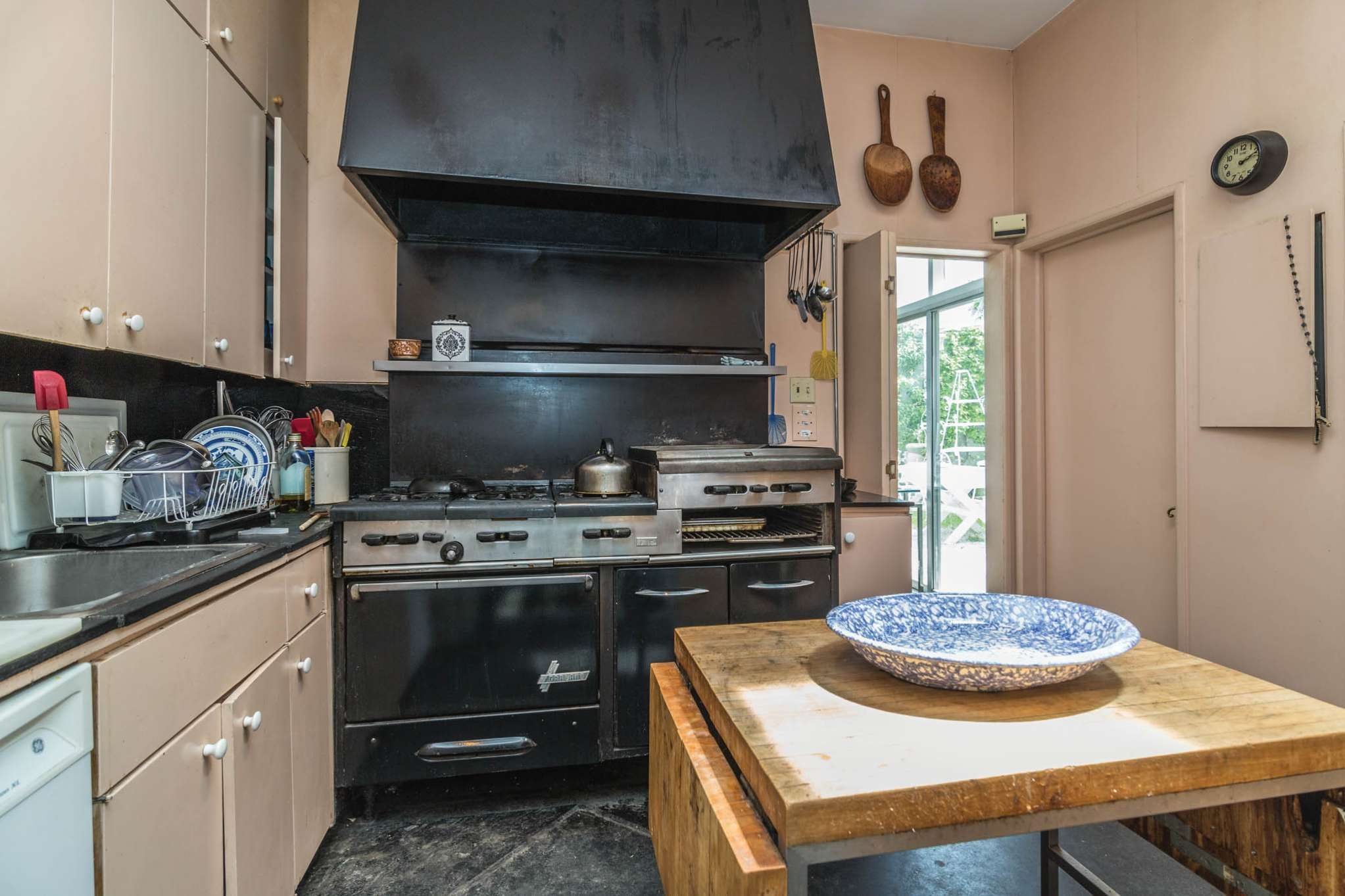 Additional photo for property listing at Published Decorator's Home - Water Mill South  Water Mill, New York