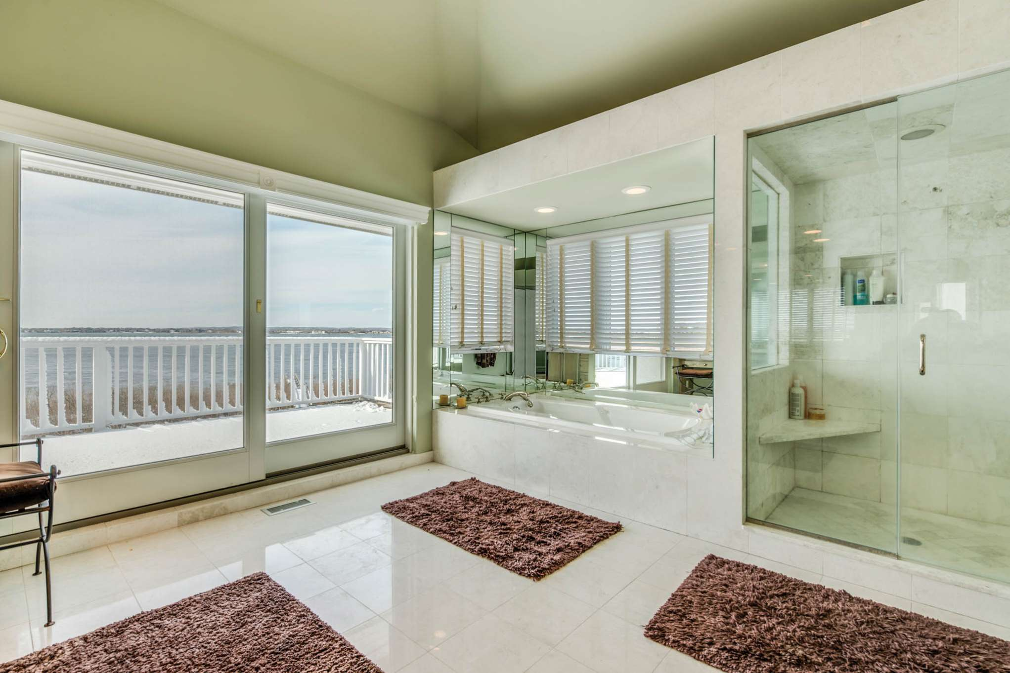 Additional photo for property listing at Sunsets Across Mecox Bay Plus Pool, Dock And Ocean Access  Bridgehampton, Nueva York