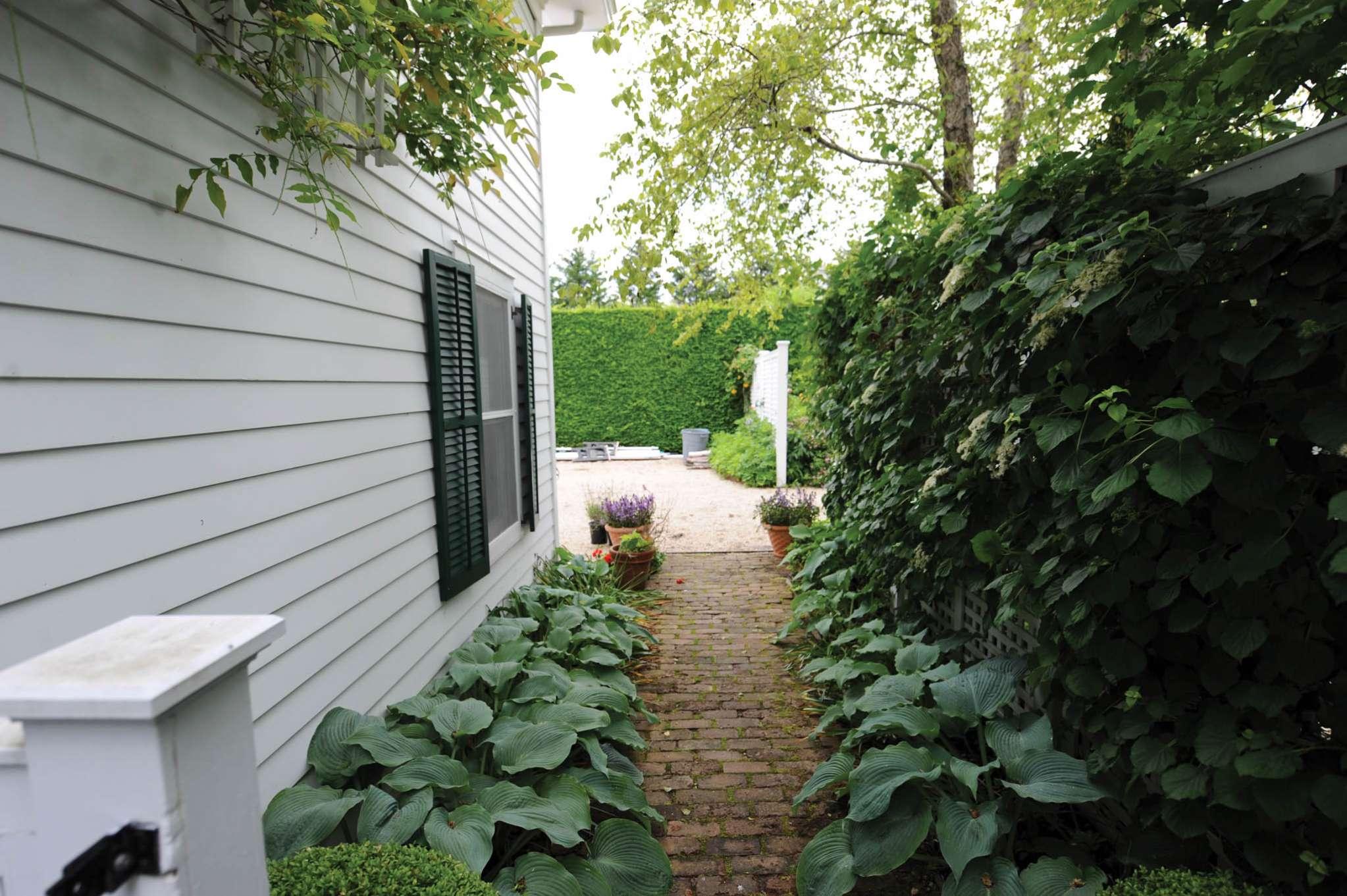 Additional photo for property listing at Southampton Village Estate Area  Southampton, New York