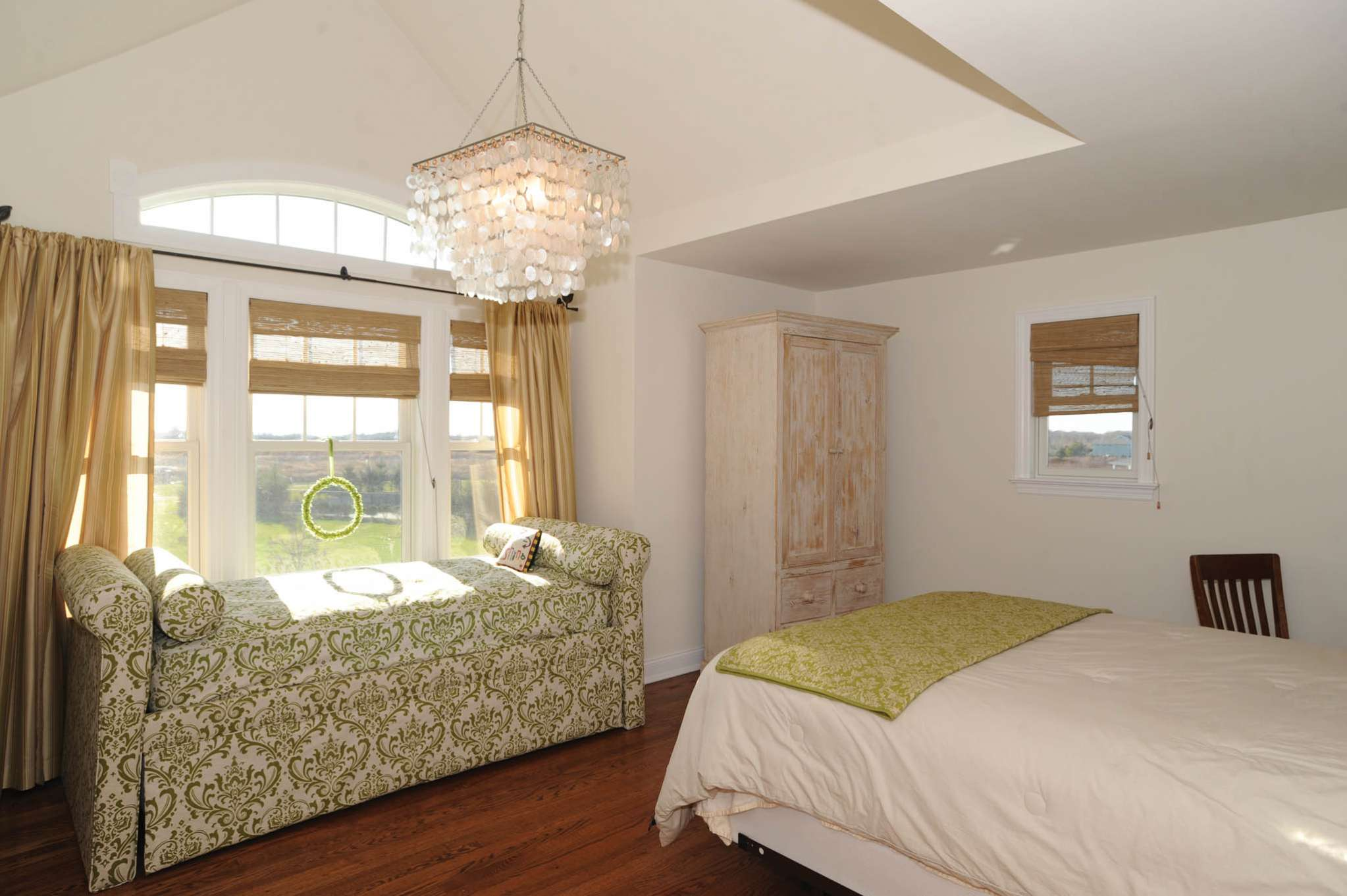 Additional photo for property listing at Southampton Meadows Rental  Southampton, New York