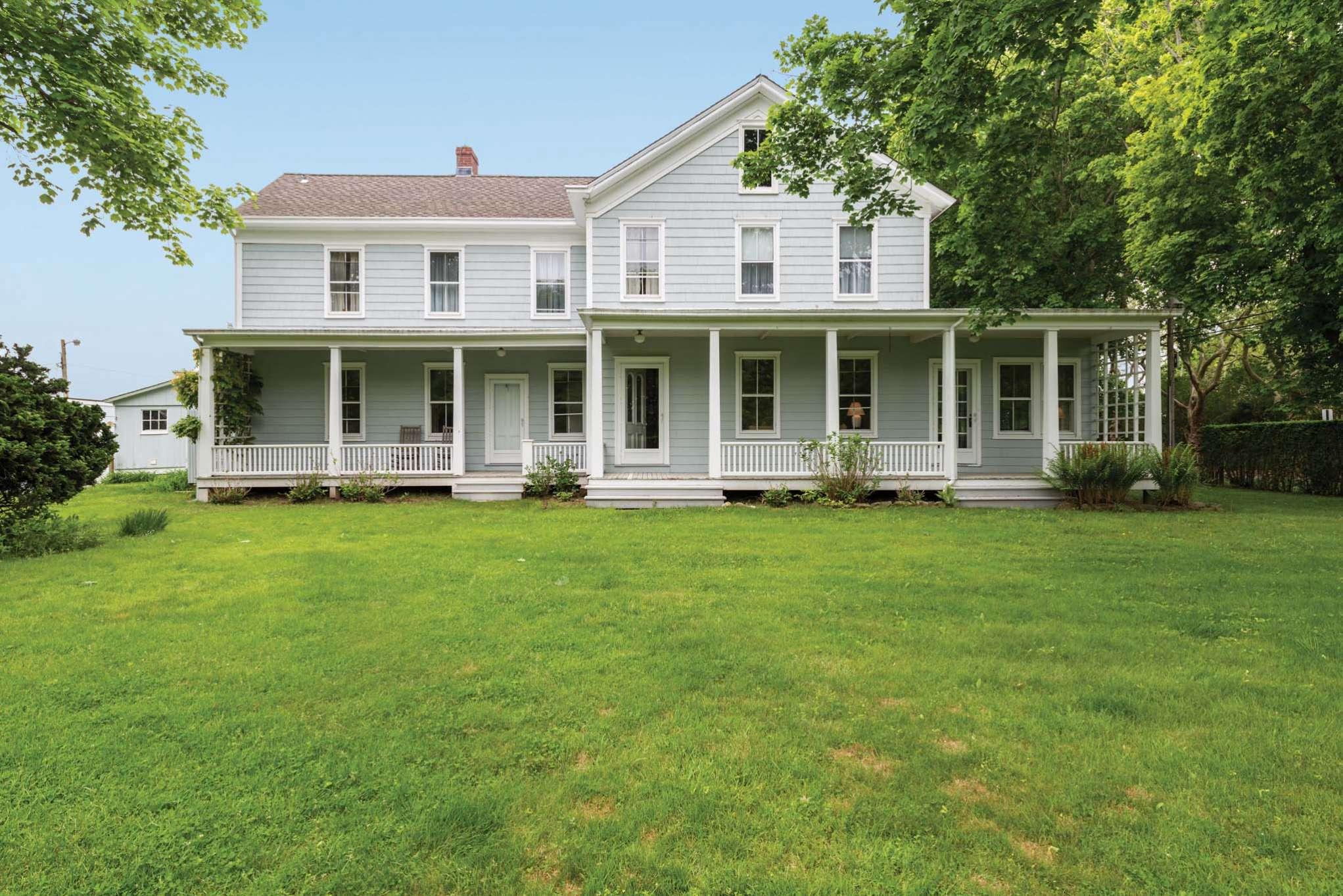 Additional photo for property listing at Sagaponack Farmhouse Steps To Sagg Main Beach  Sagaponack, Nueva York