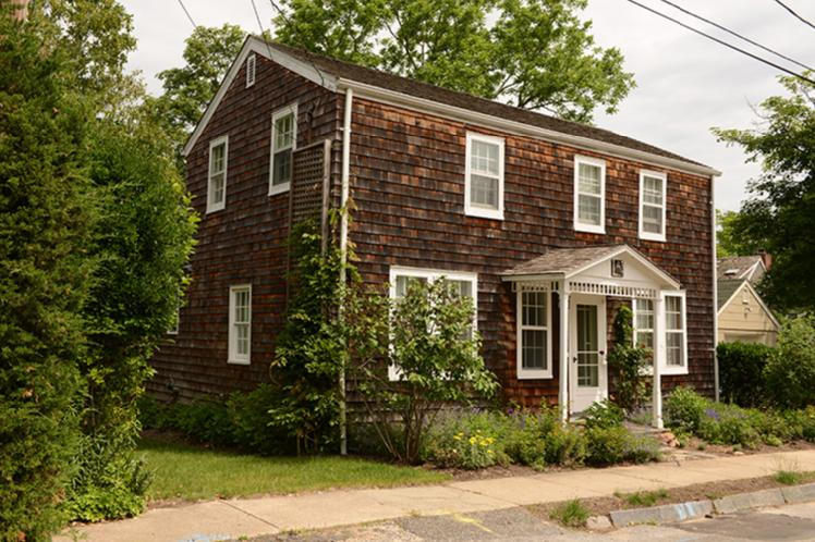 Additional photo for property listing at Convenient To All  Sag Harbor, New York