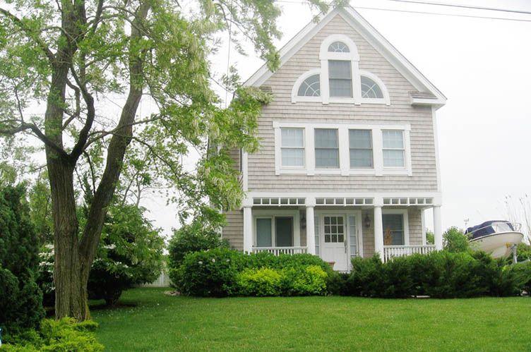 Casa Unifamiliar por un Alquiler en Village Waterfront Jewel Sag Harbor, Nueva York