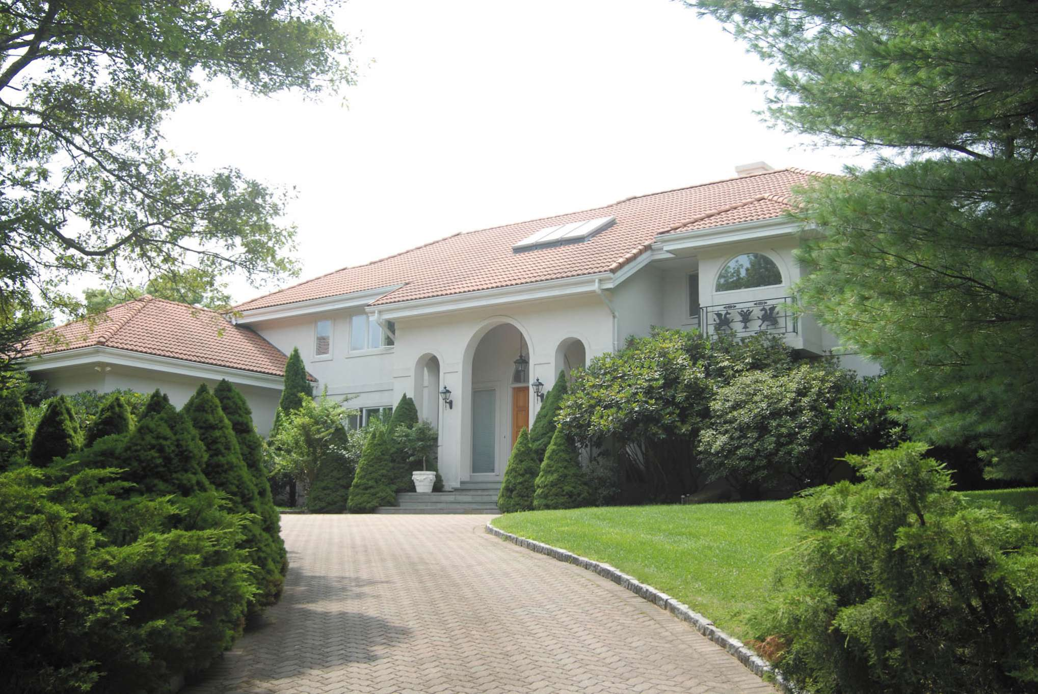 Additional photo for property listing at Water Mill Mediterranean Style Villa  Water Mill, New York