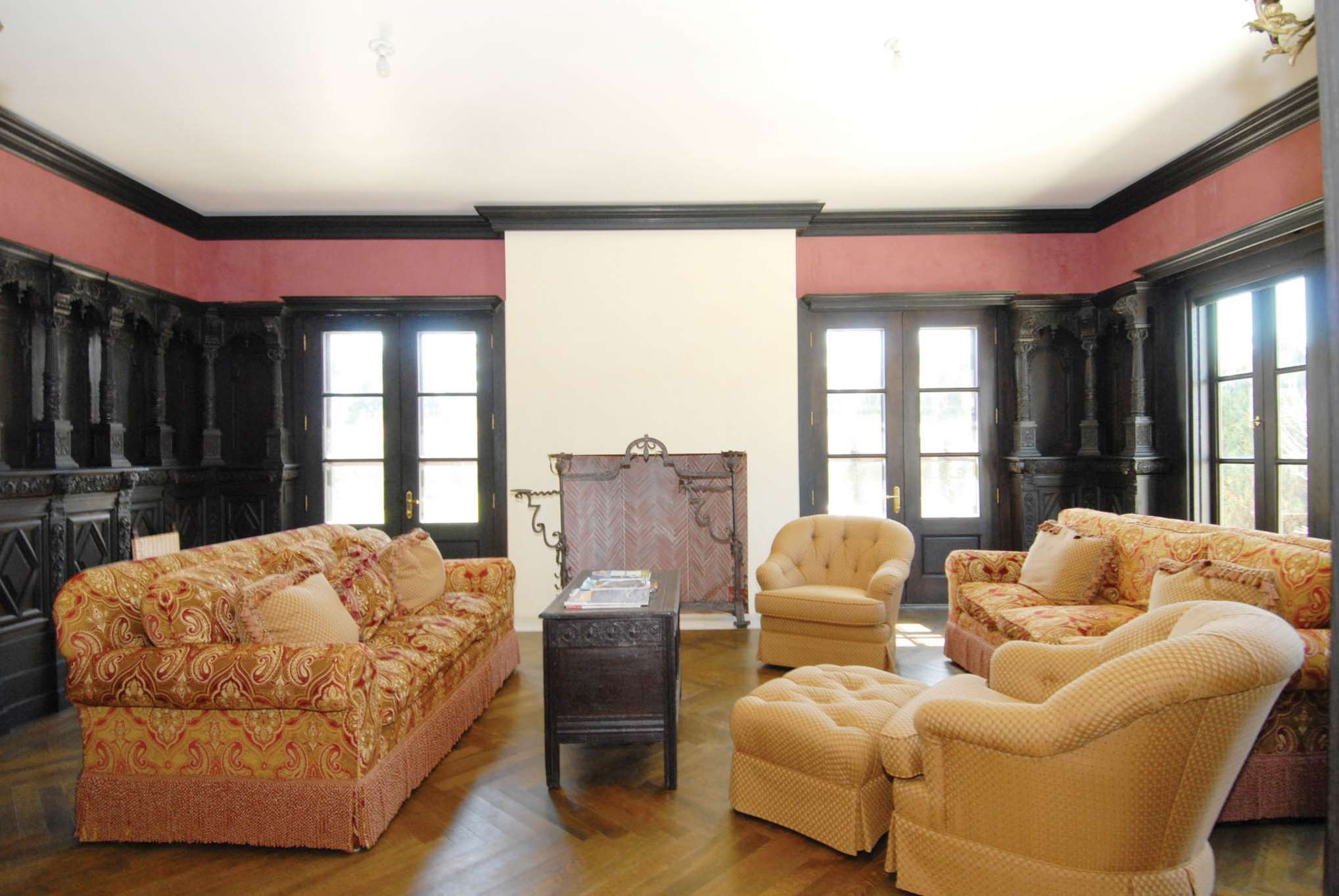 Additional photo for property listing at South Of The Highway  Water Mill, Nueva York