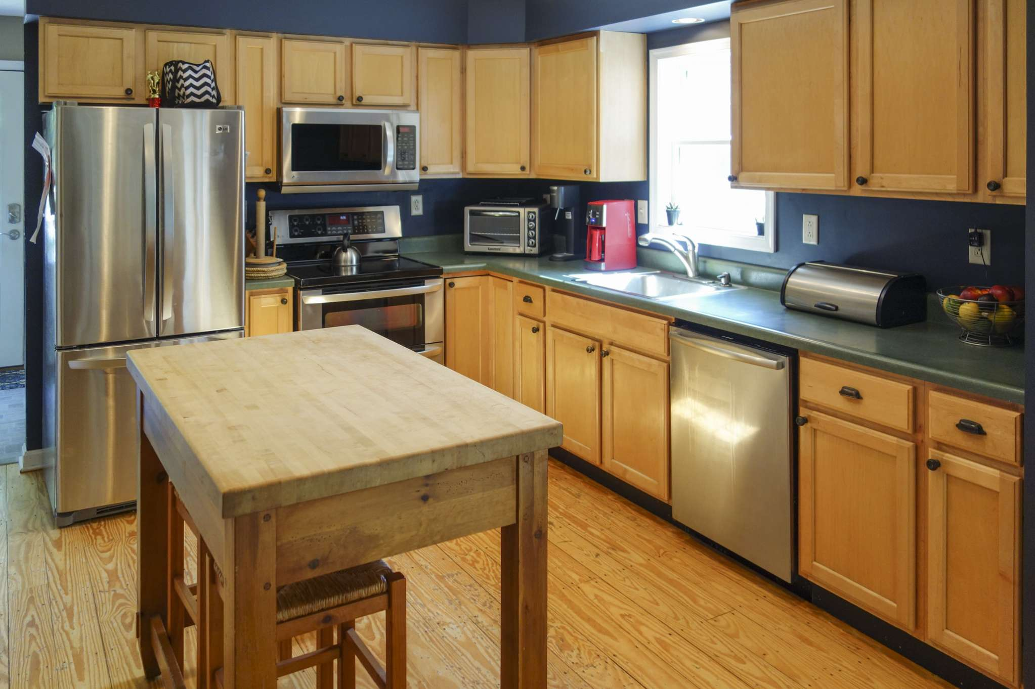 Additional photo for property listing at Crisp Traditional Home  Water Mill, Nueva York