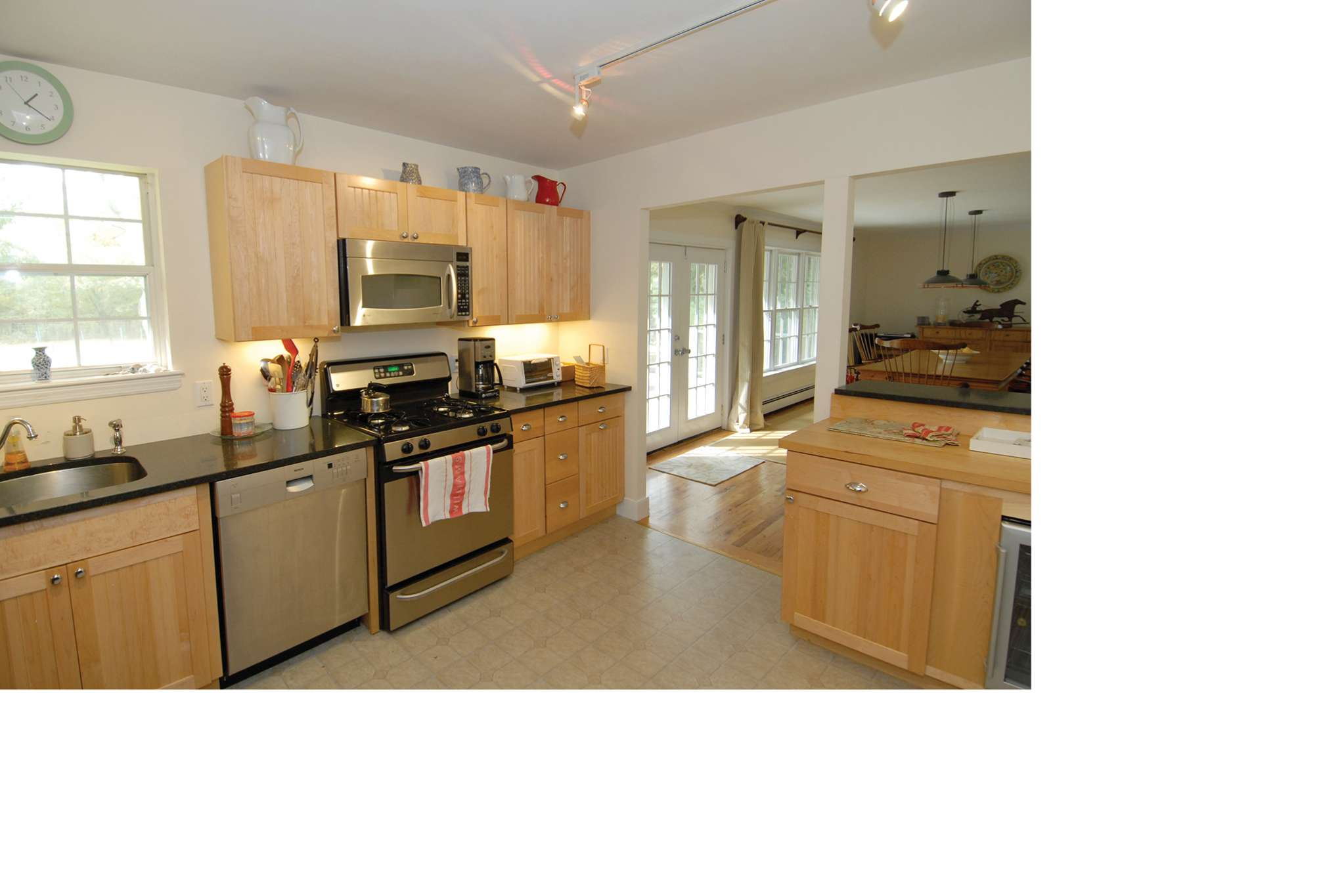 Additional photo for property listing at Summer Cottage  萨加波纳克, 纽约州