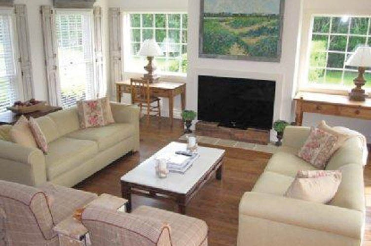 Additional photo for property listing at South Of The Highway Post Modern Bay View  Water Mill, Nueva York