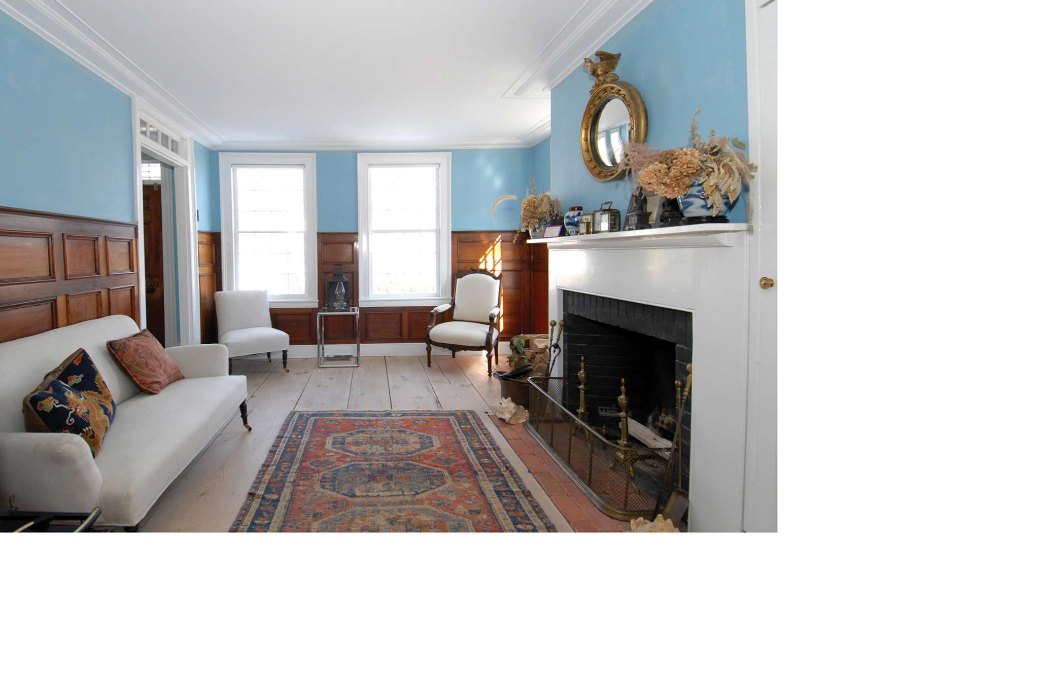 Additional photo for property listing at Quintessential Sag Harbor Village Beauty  Sag Harbor, Nueva York