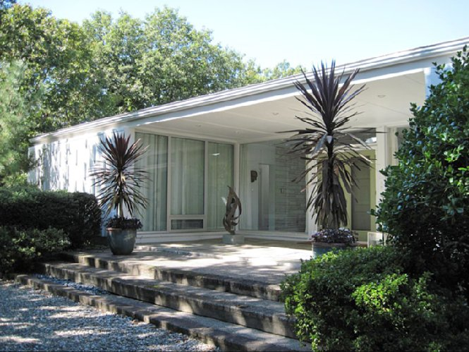Casa Unifamiliar por un Alquiler en Midcentury Modern In The Village Sag Harbor, Nueva York