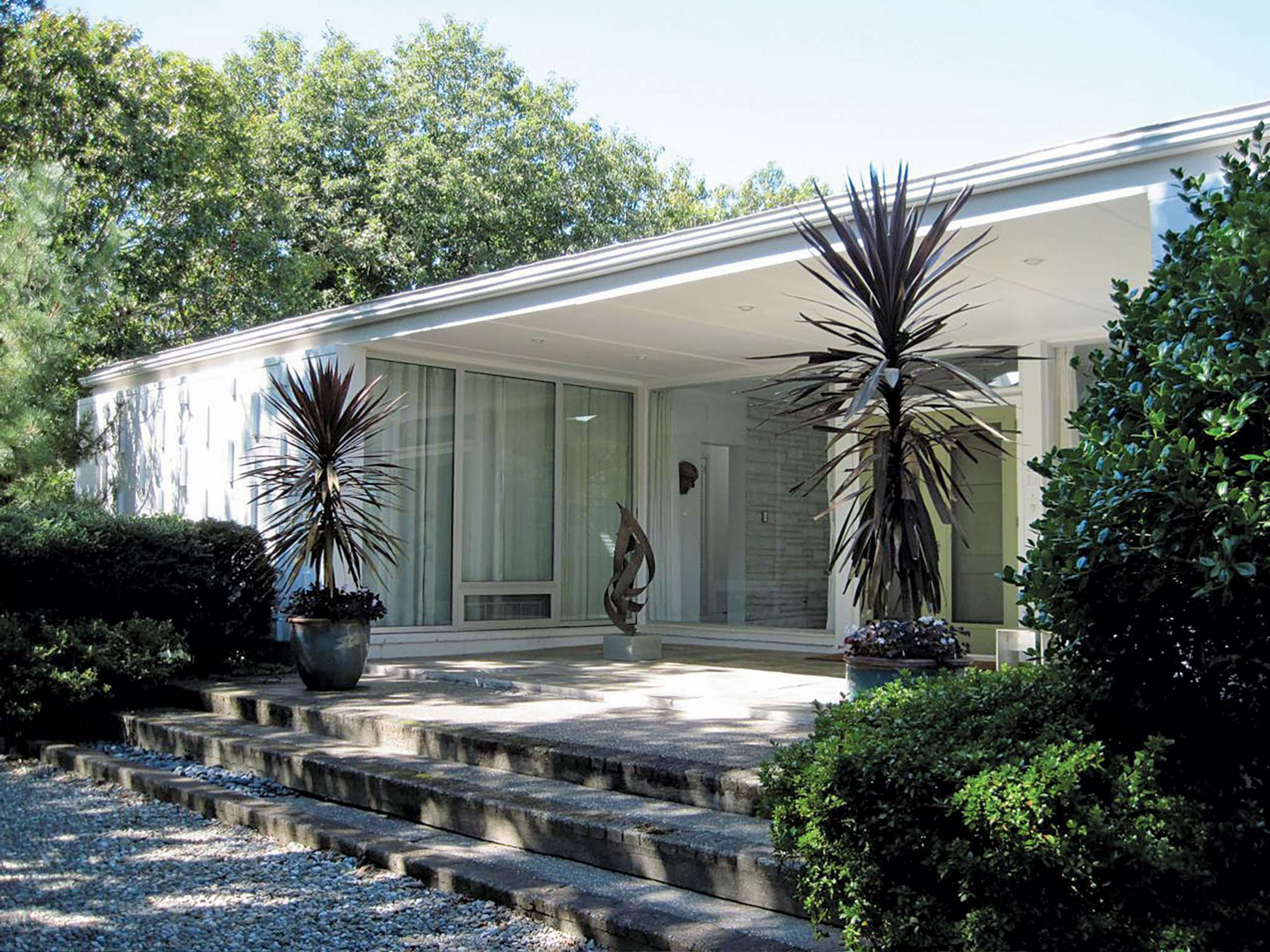 Additional photo for property listing at Midcentury Modern In The Village  Sag Harbor, Nueva York