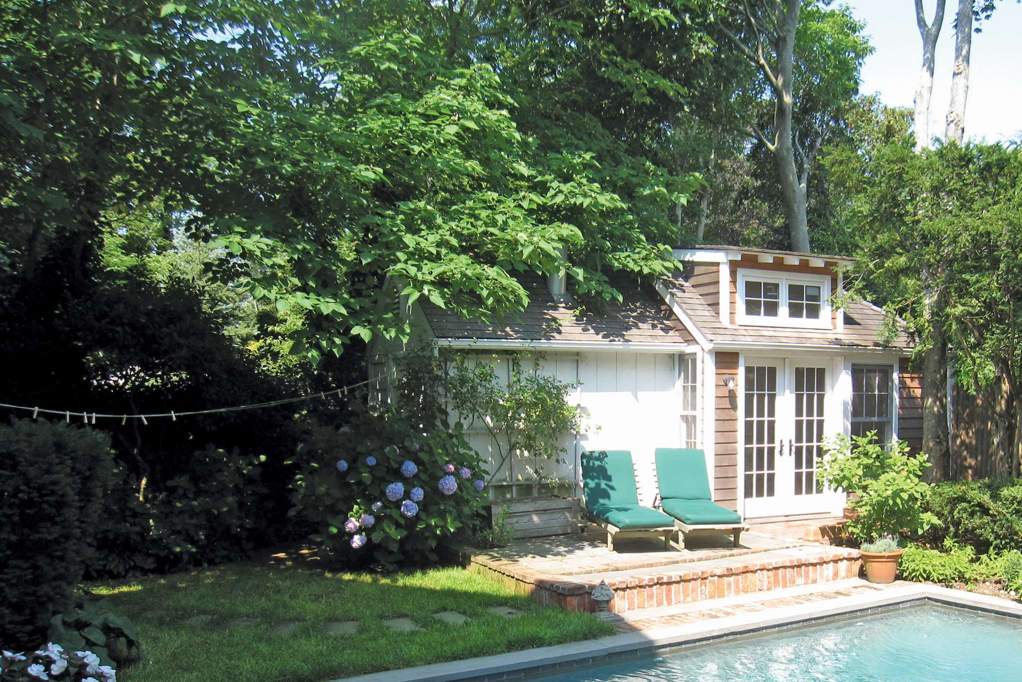 Additional photo for property listing at Sag Harbor Village With Pool  Sag Harbor, New York