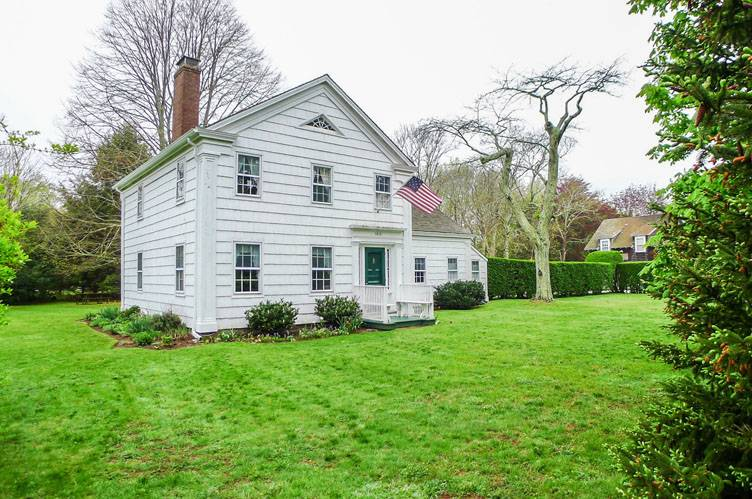Additional photo for property listing at Historic Farmhouse  Bridgehampton, Nueva York