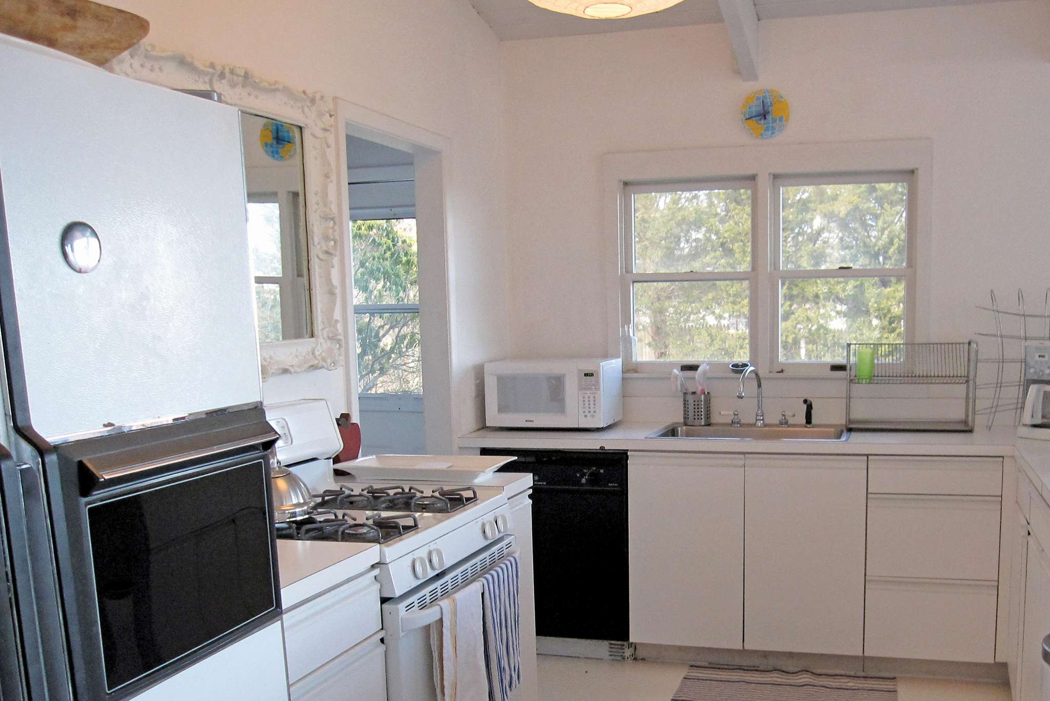 Additional photo for property listing at Harbor Front Contemporary  Sag Harbor, New York