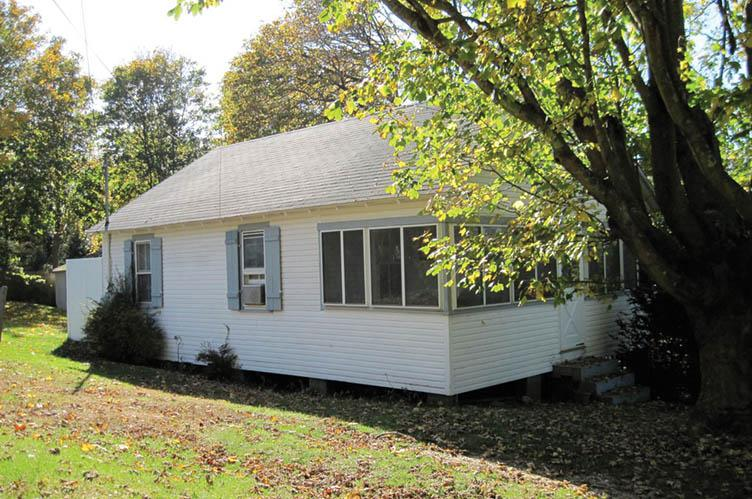 Additional photo for property listing at By The Bay, By The Bay...  Southampton, New York