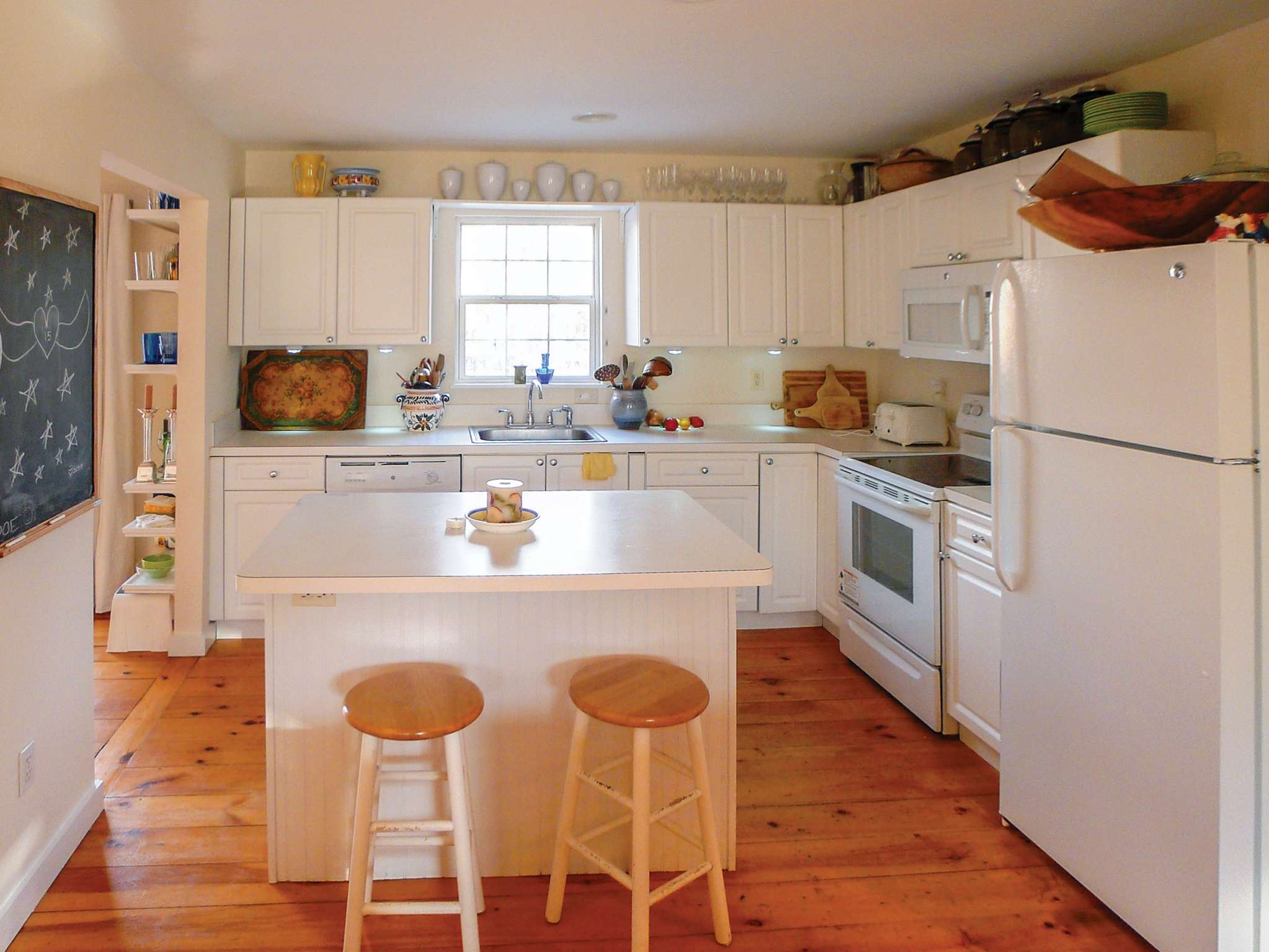 Additional photo for property listing at Charming Bridgehampton Cottage 74 Caldwell Road,  Bridgehampton, New York