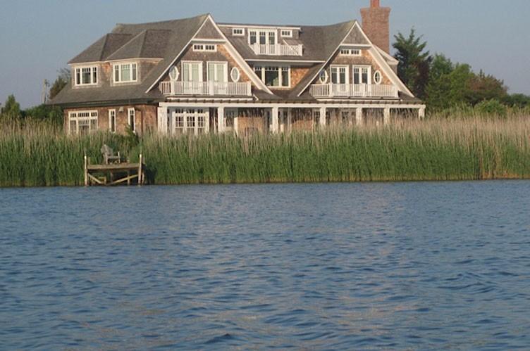 Casa Unifamiliar por un Alquiler en Bridgehampton Mecox Bayfront With Dock And Pool Bridgehampton, Nueva York