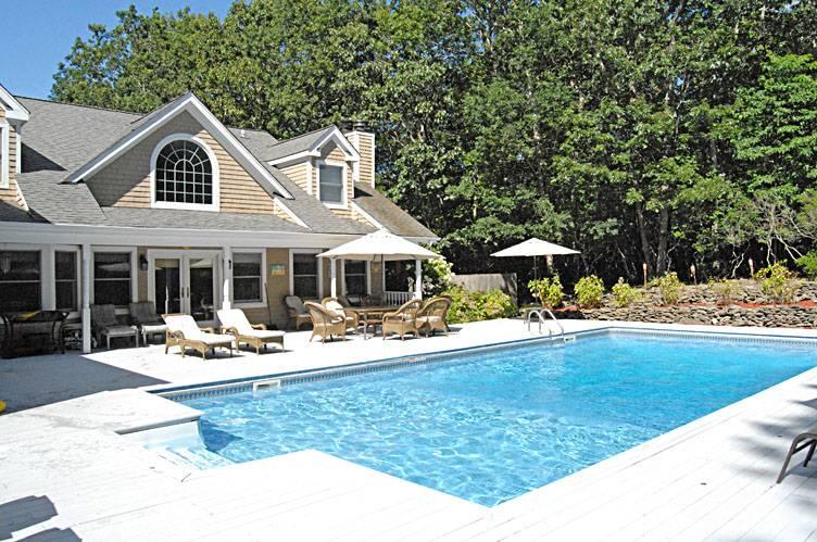 Casa Unifamiliar por un Alquiler en Bridgehampton With Tennis, Pool, Basketball, All The Toys Bridgehampton, Nueva York