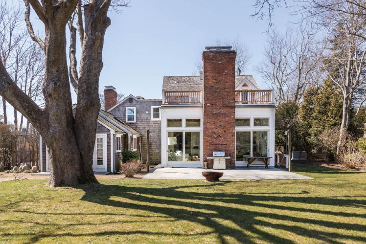 Casa Unifamiliar por un Alquiler en Bridgehampton Village Family Compound Bridgehampton, Nueva York