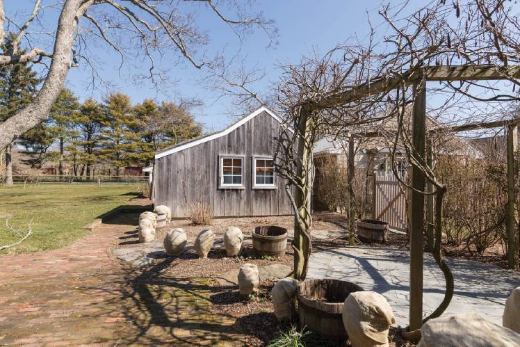 Additional photo for property listing at Bridgehampton Village Family Compound  Bridgehampton, Nueva York