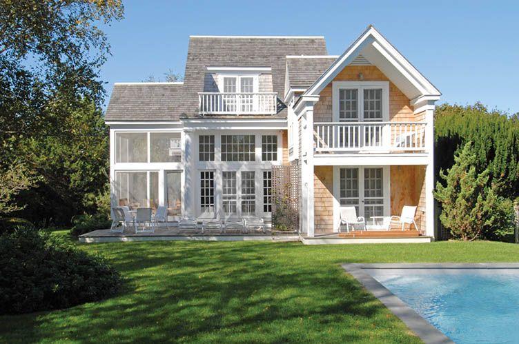 Casa Unifamiliar por un Alquiler en Bright Bridgehampton Traditional Bridgehampton, Nueva York