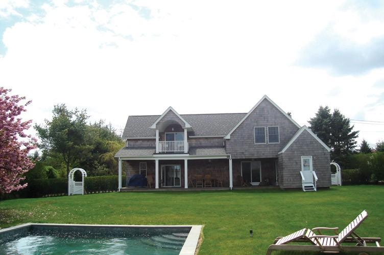 Casa Unifamiliar por un Alquiler en Sunny Retreat Southampton, Nueva York