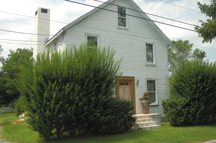 Additional photo for property listing at Historic 1800's Farm House  Southampton, Nueva York