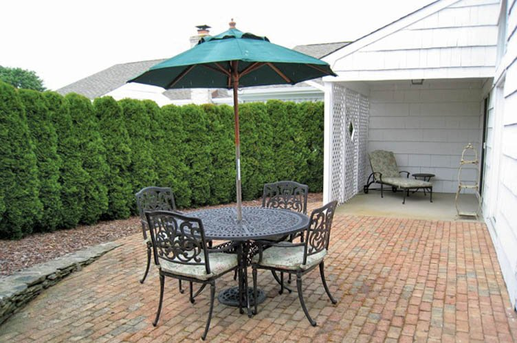 Additional photo for property listing at Spacious Condo-Pool And Tennis  Southampton, New York
