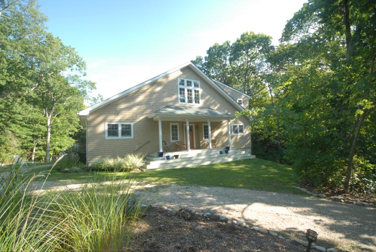 Additional photo for property listing at Quiet Sunny Contemporary Shelter Island  Shelter Island, New York