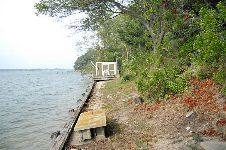 Additional photo for property listing at Waterfront Contemporary - Shelter Island  Shelter Island, New York