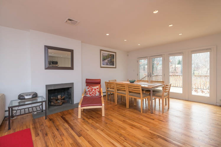 Additional photo for property listing at Bayview Contemporary Shelter Island  Shelter Island, New York