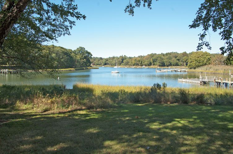 Additional photo for property listing at Shelter Island Waterfront With Dock And Pool  Shelter Island, New York