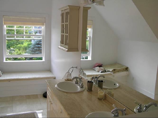 Additional photo for property listing at Southampton Art Village Traditional  南安普敦, 纽约州
