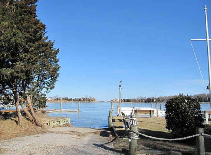 Additional photo for property listing at Southampton Bayfront With Dock  Southampton, Nueva York