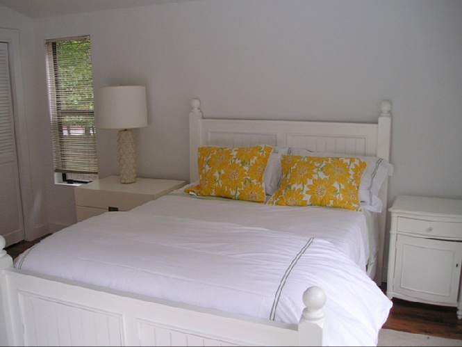 Additional photo for property listing at Three Bedroom Contemporary For Summer  East Hampton, Nueva York