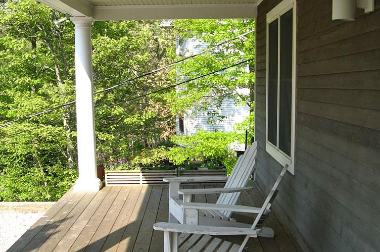 Additional photo for property listing at Lovely Post Modern  Southampton, New York