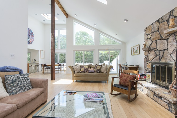 Additional photo for property listing at East Hampton Contemporary Convenient To Village  East Hampton, Nueva York
