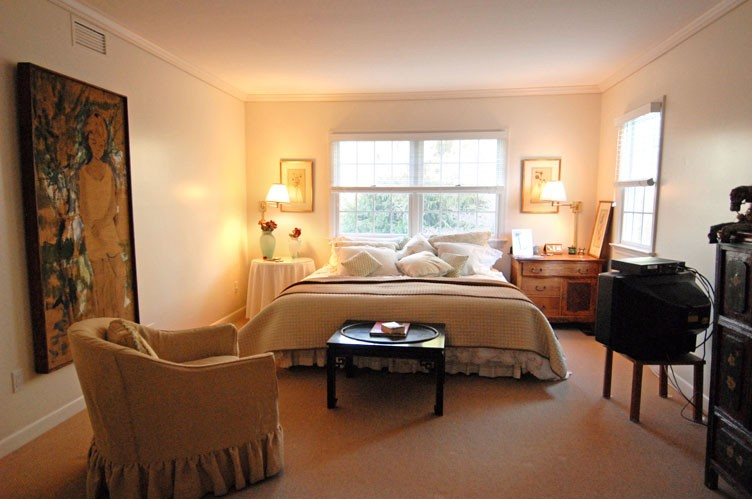 Additional photo for property listing at Secluded Village Retreat  Southampton, Nueva York