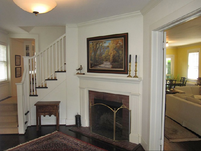 Additional photo for property listing at Nicely Landscaped Traditional  Southampton, Nueva York