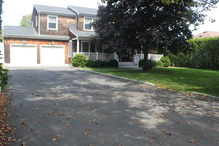 Additional photo for property listing at Southampton Village Gem  Southampton, New York